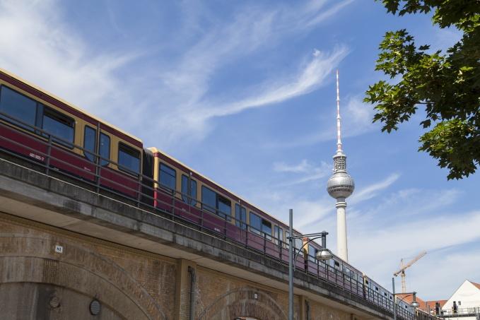 S-Bahn und Fernsehturm in Berlin